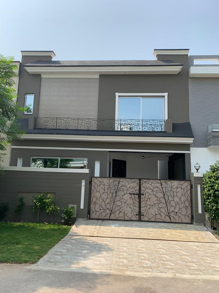 DHA Lahore Phase 5, Block B 05 Marla Brand New Galleria Design Luxurious Bungalow For Sale
